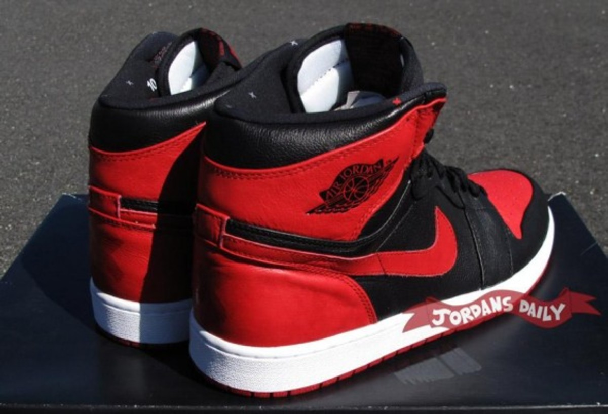 air-jordan-1-banned-edition-05