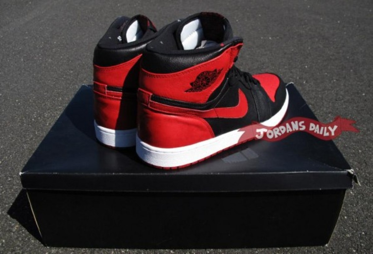 air-jordan-1-banned-edition-06