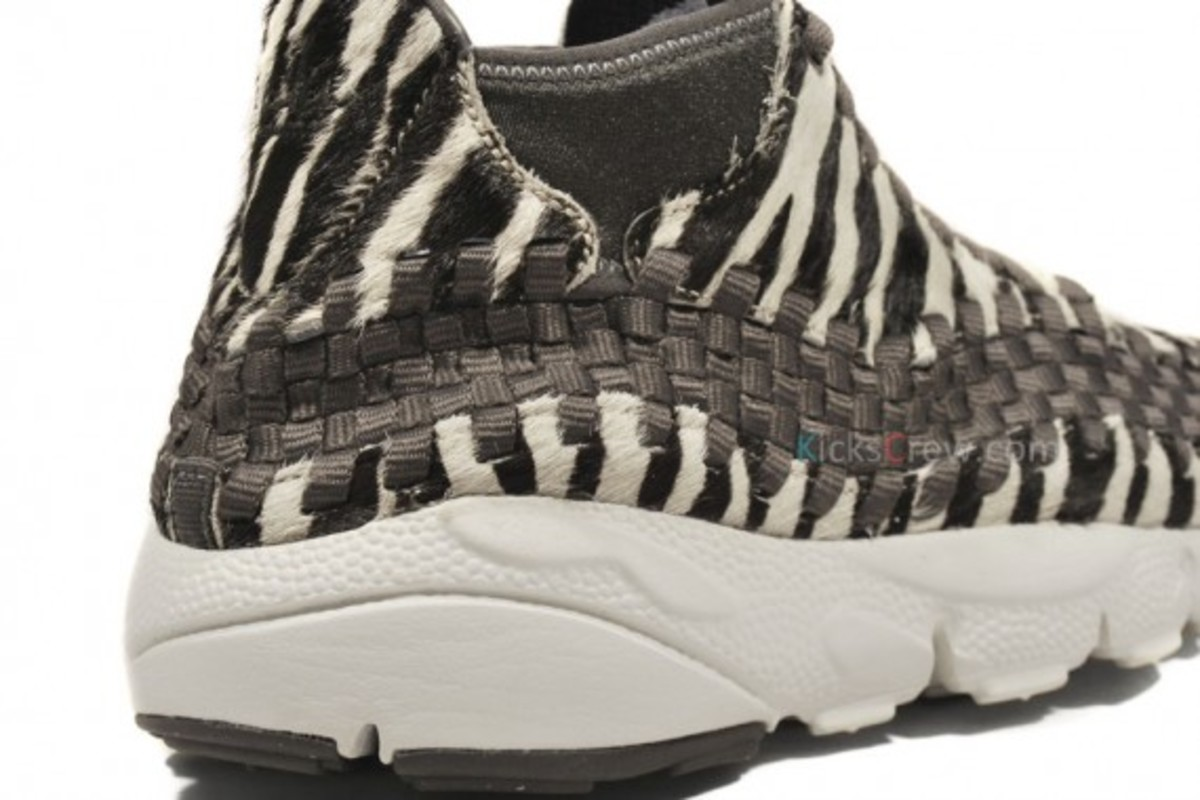 air-footscape-woven-motion-zebra-06