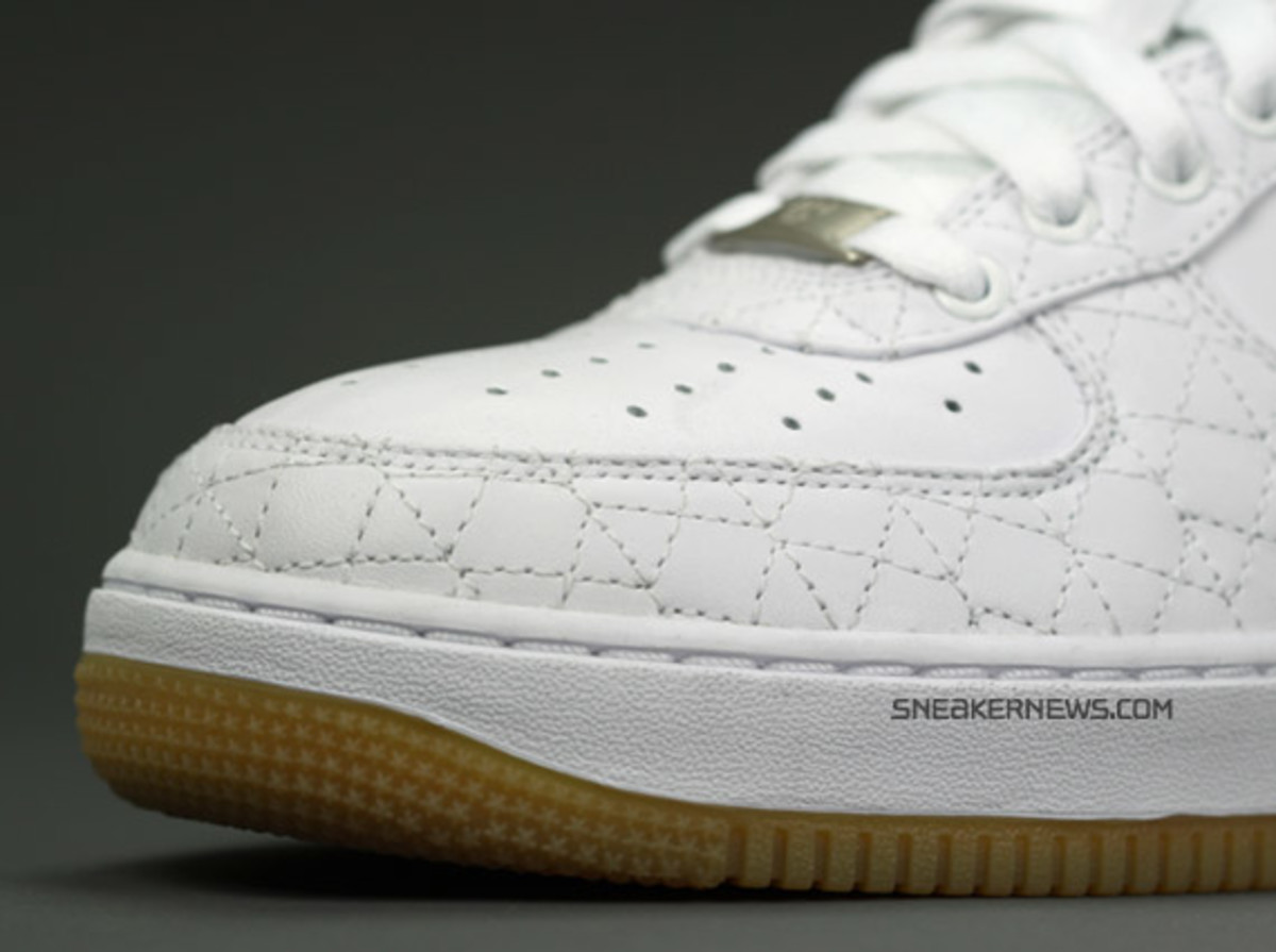 nike_airforce1_un_michael_lau_2
