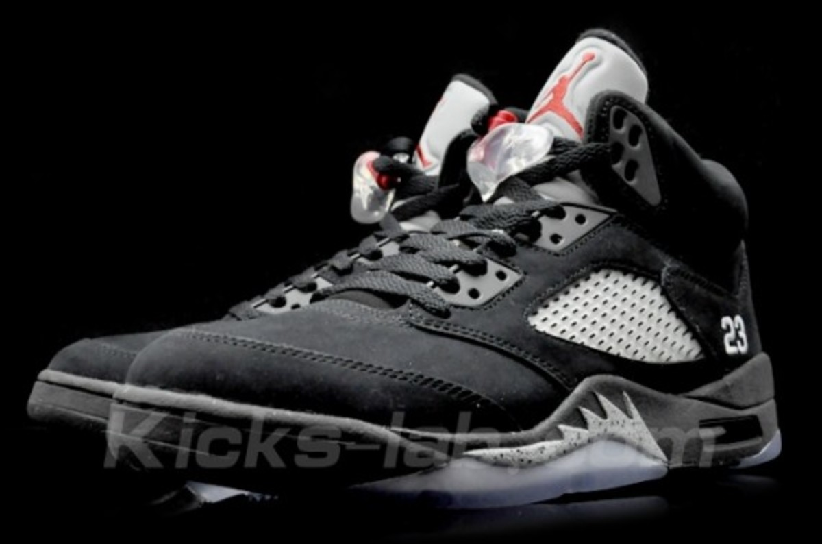 air-jordan-v-retro-black-metallic-silver-03