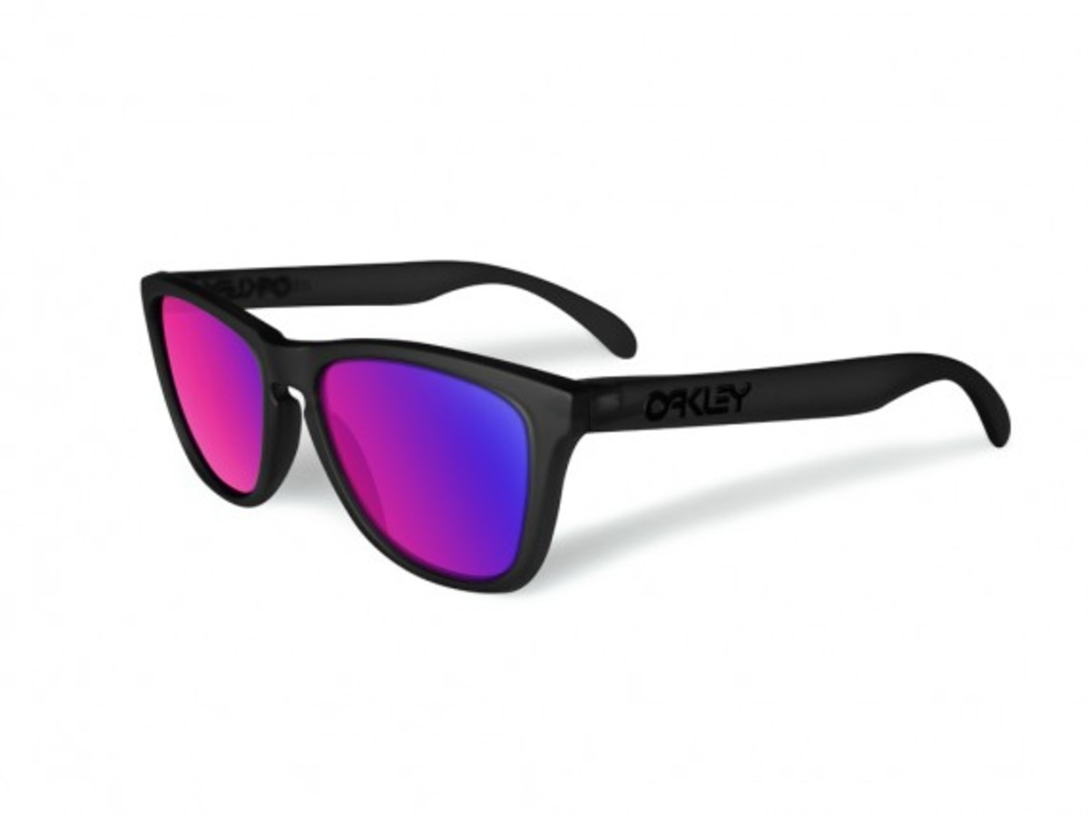 oakley-blacklight-frogskins-1