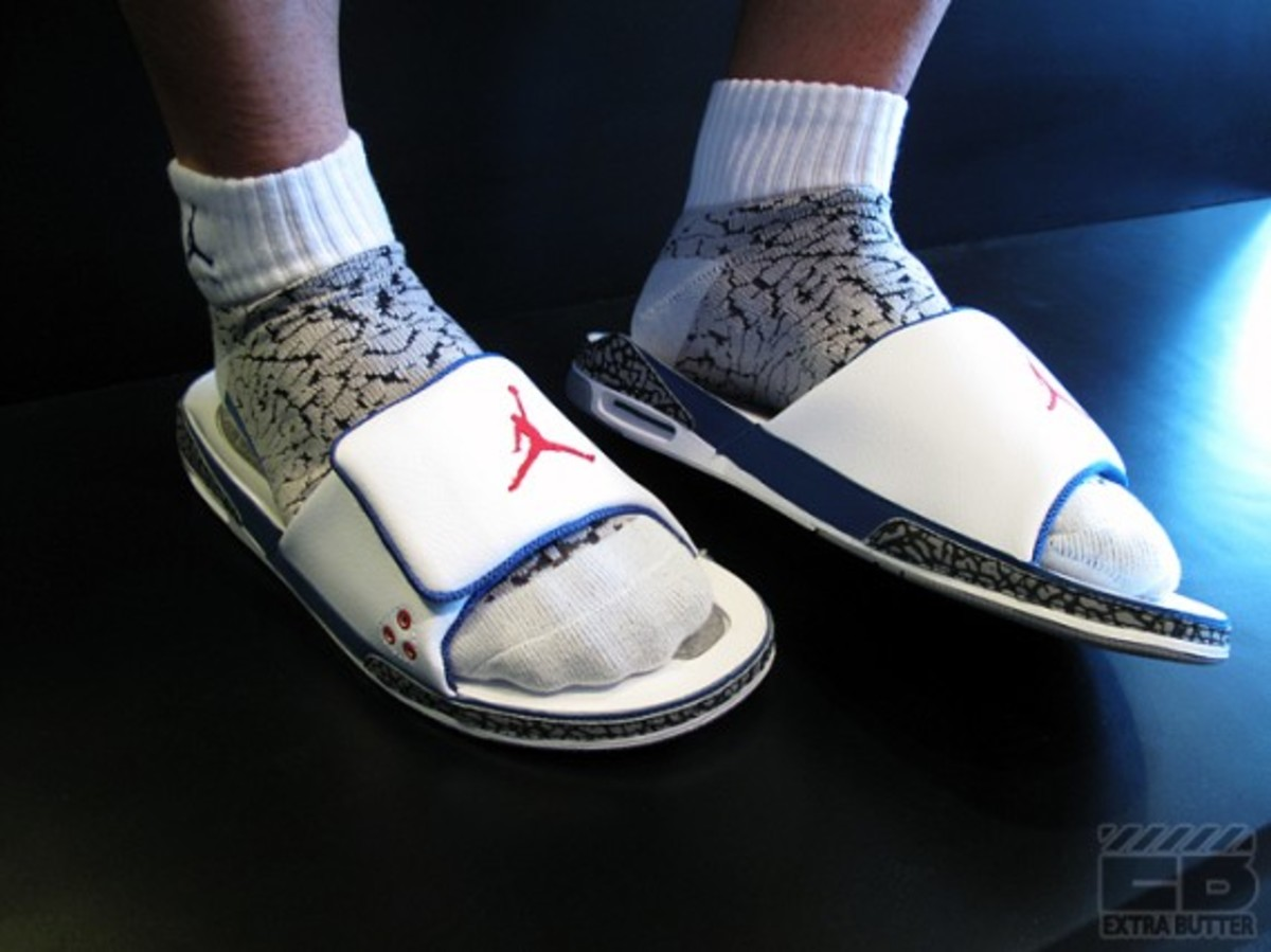 air-jordan-iii-retro-slide-true-blue-02