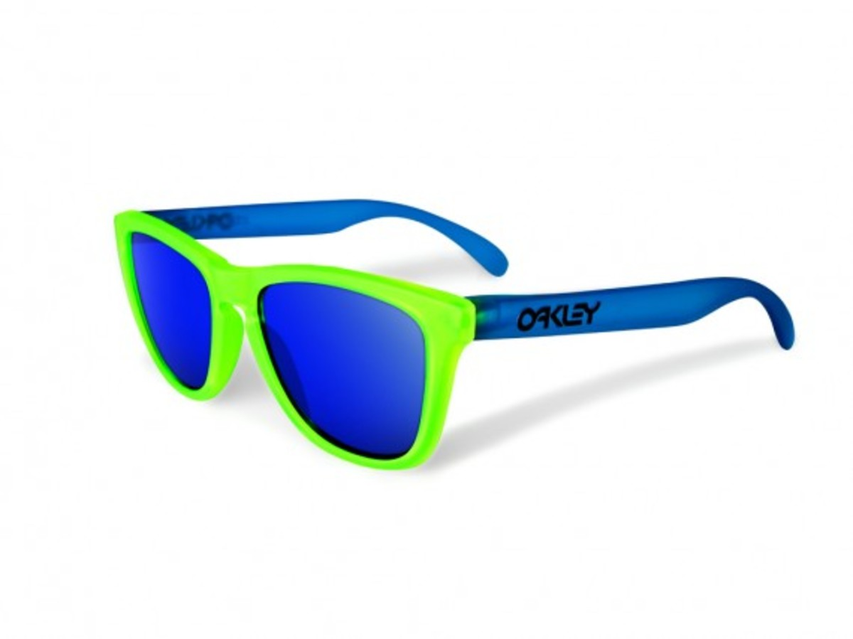 oakley-blacklight-frogskins-2