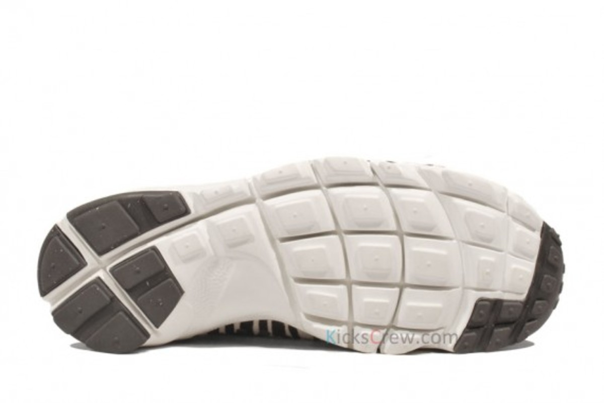 air-footscape-woven-motion-zebra-05