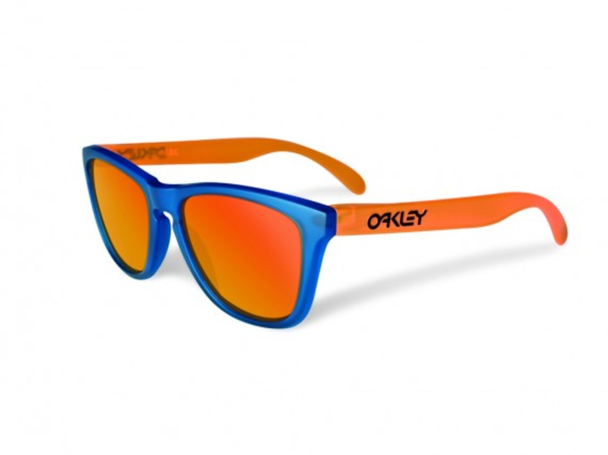 oakley-blacklight-frogskins-5