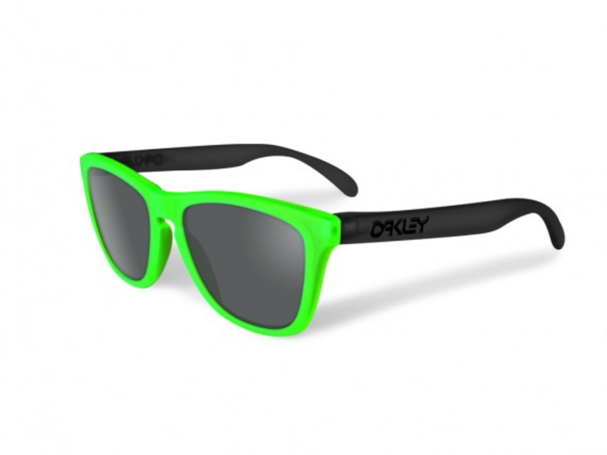 oakley-blacklight-frogskins-3