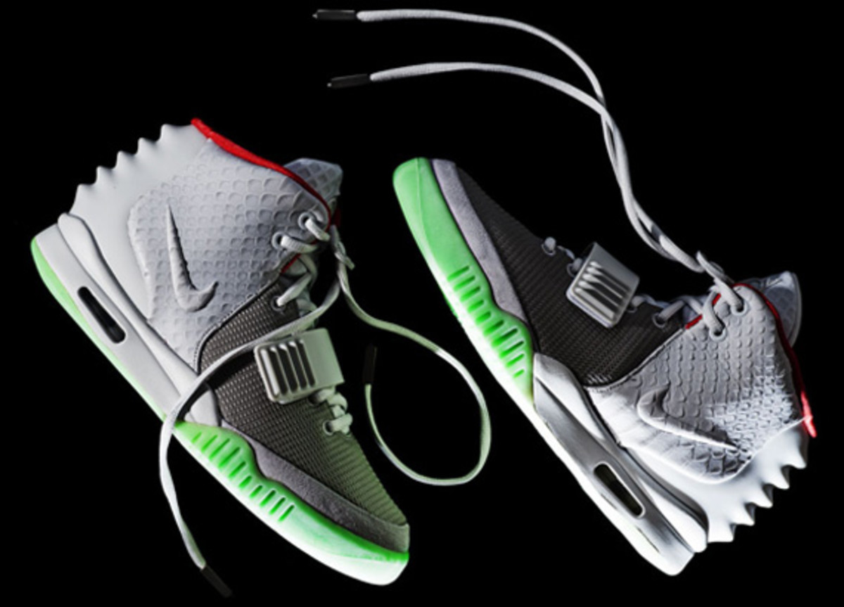 nike-air-yeezy-2-wolf-grey-pure-platinum-03