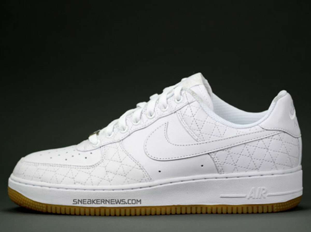 nike_airforce1_un_michael_lau_1