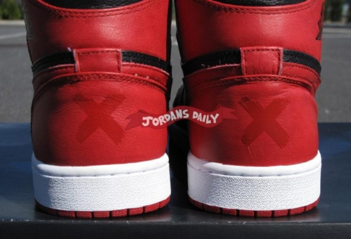air-jordan-1-banned-edition-07