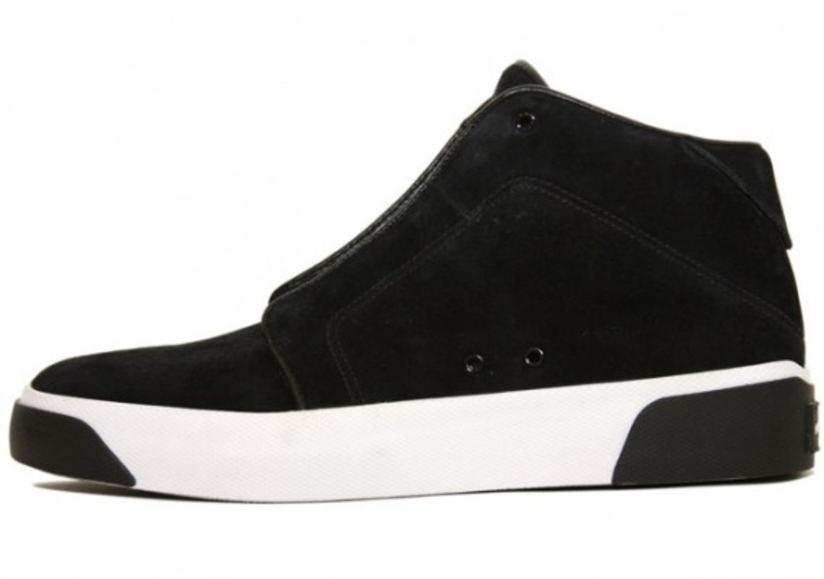 air-jordan-campus-chukka-black-white-1