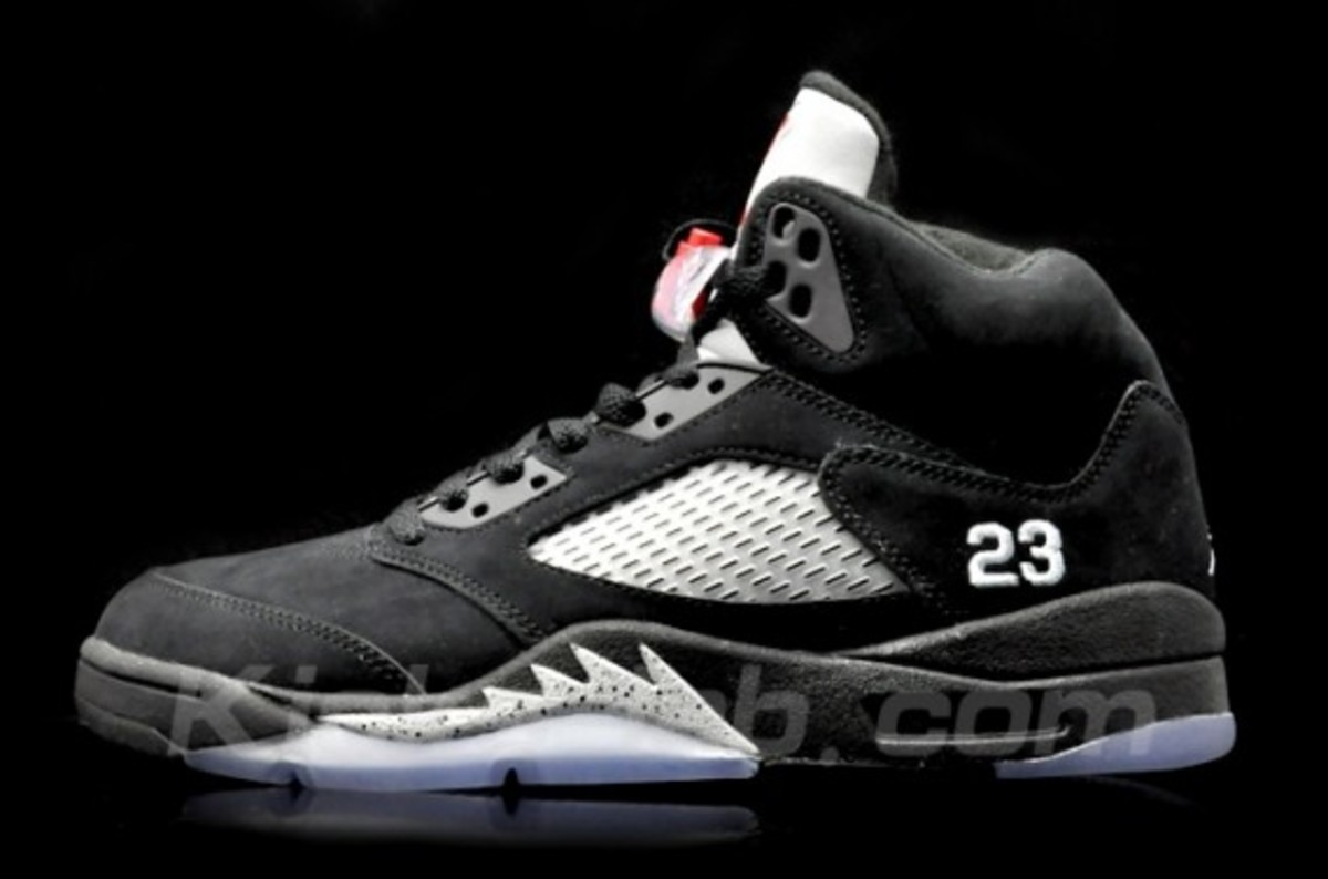 air-jordan-v-retro-black-metallic-silver-02