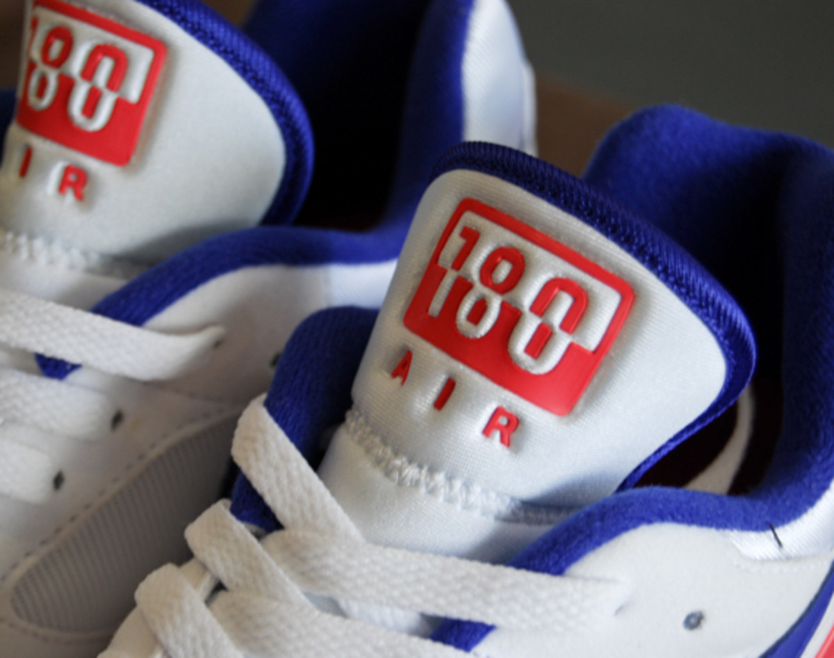 nike-air-max-180-retro-ultramarine-02
