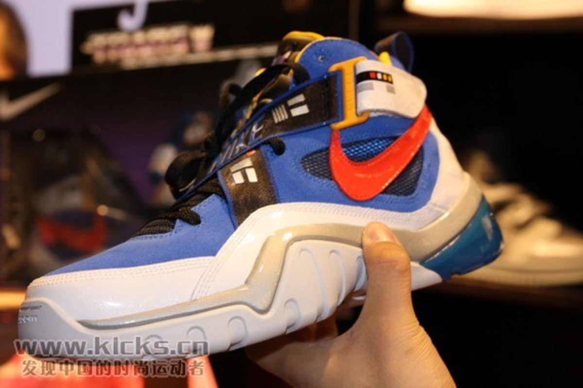 nike-basketball-x-transformers-ii-pack-sharkalaid-9