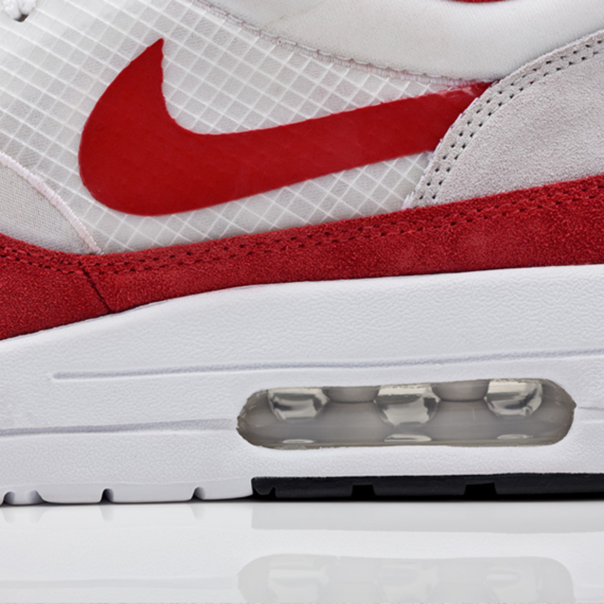 nike-sportswear-air-maxim-1-sport-red-02