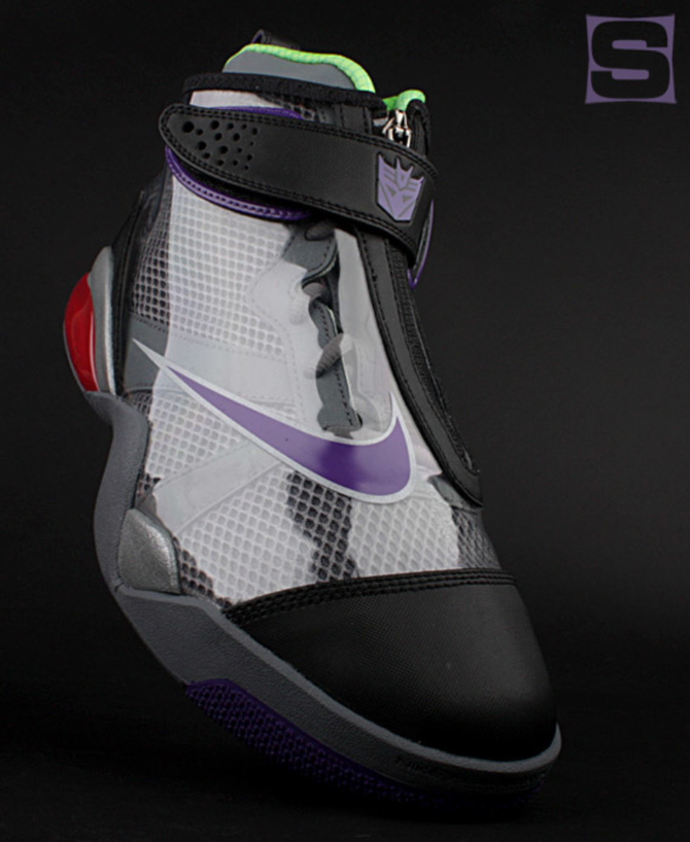 nike-zoom-flight-club-transformers-megatron-04