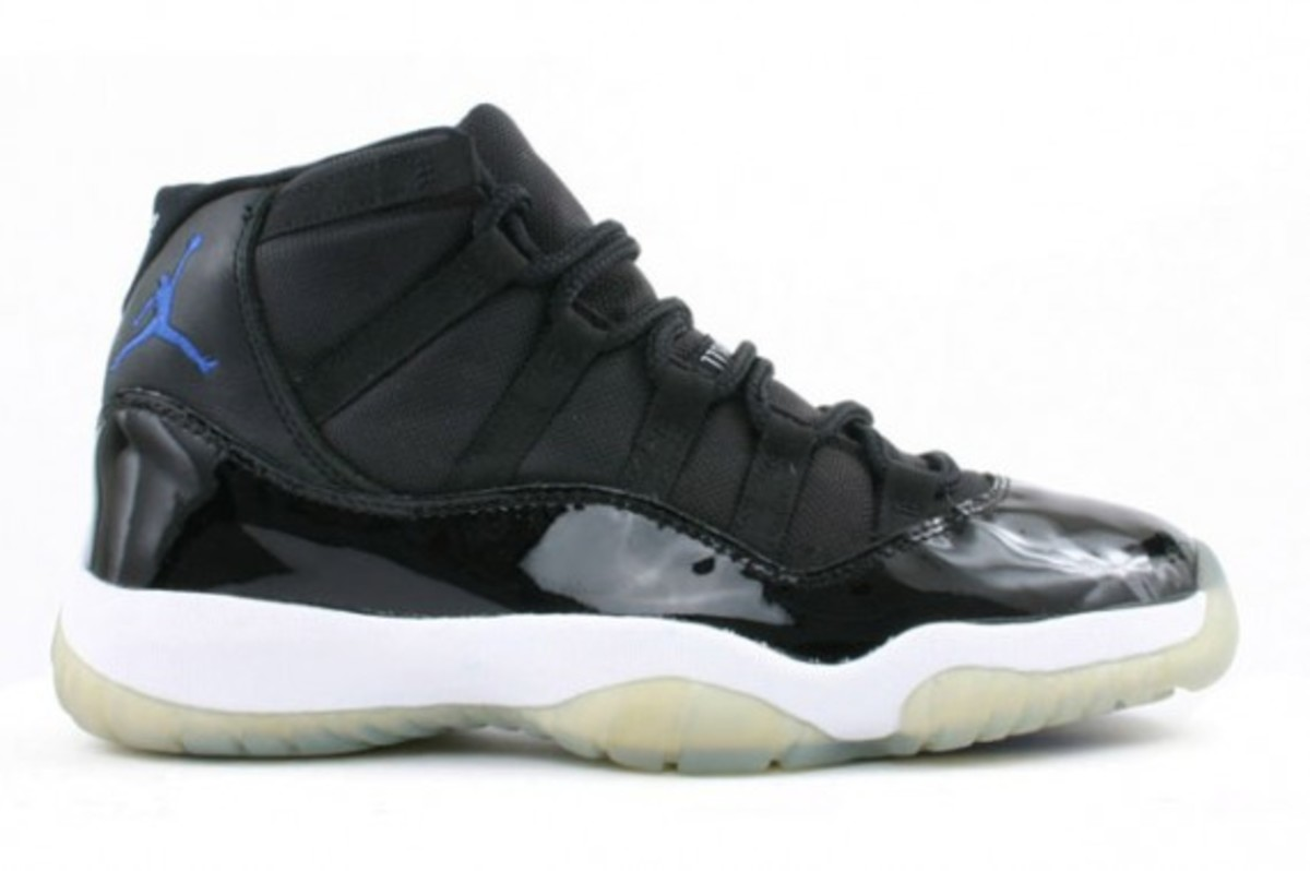 air-jordan-xi-space-jam-holiday-2009-release-1