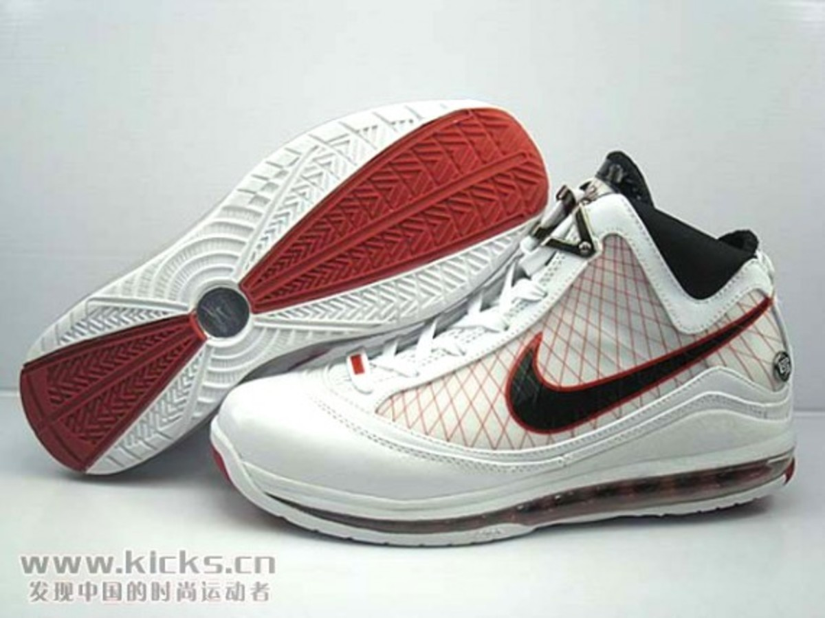 Nike Zoom LeBron VII (7) Air Max LeBron VII (7) Sample