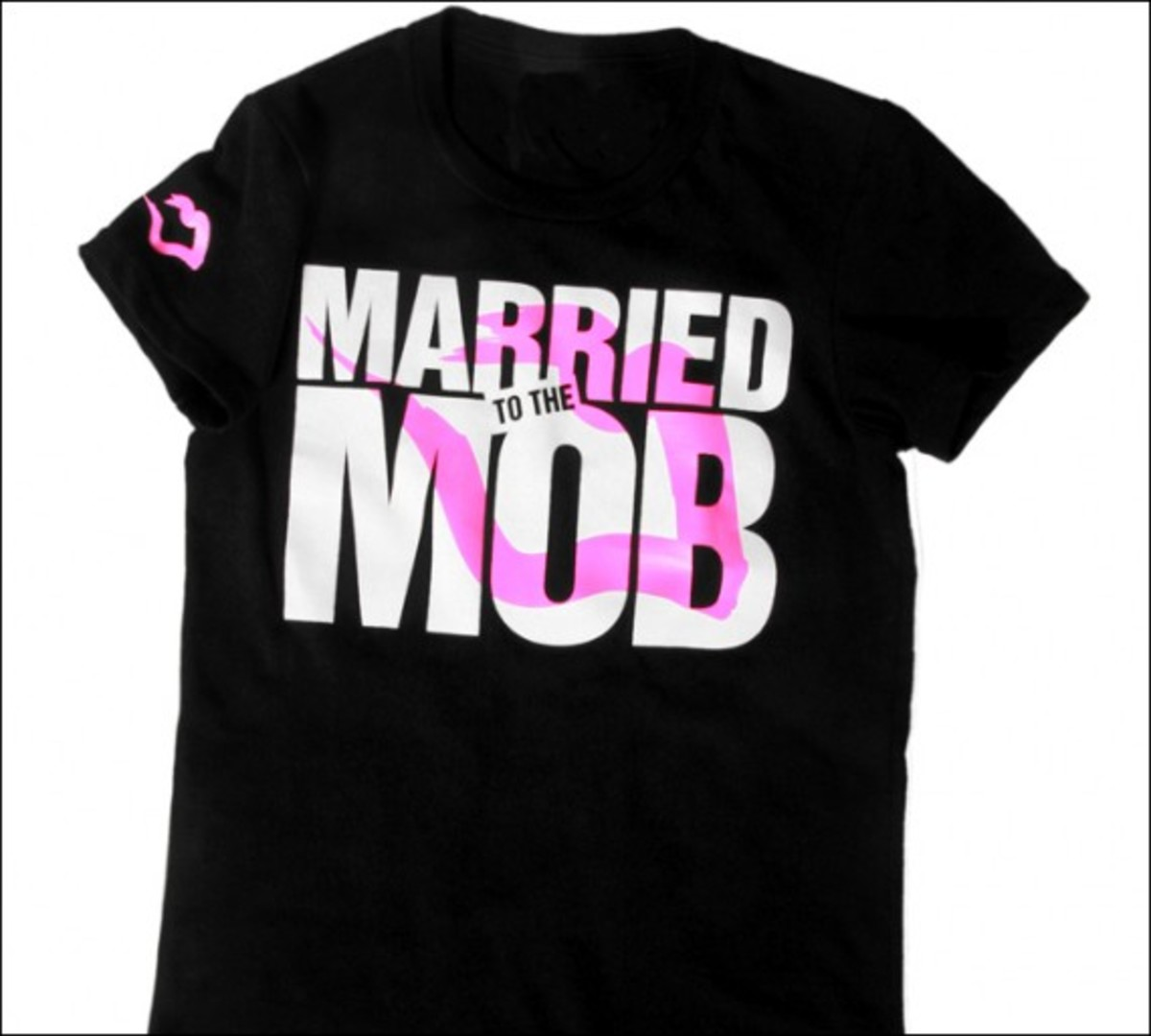 married-to-the-mob-new-logo-tee