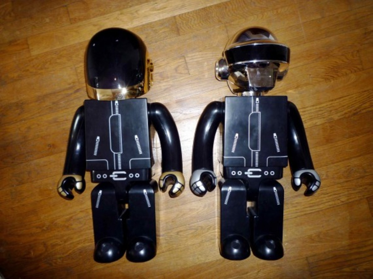 daft-punk-x-medicom-toy-co-x-silly-thing-1000-kubrick-1