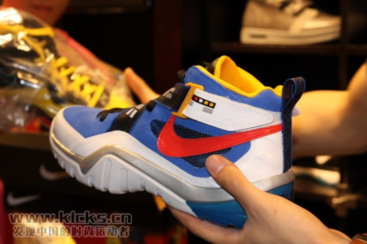 nike-basketball-x-transformers-ii-pack-sharkalaid-8