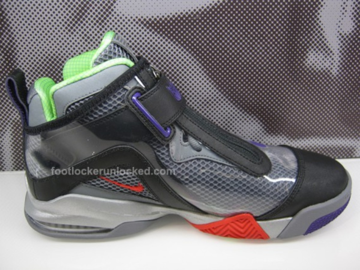nike-transformers-zoom-flight-club-decepticons-megatron-05