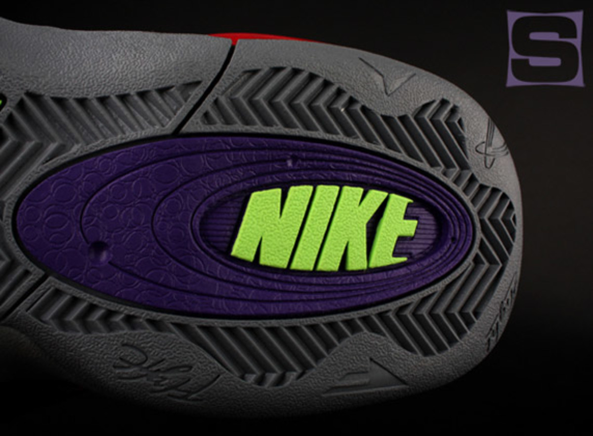 nike-zoom-flight-club-transformers-megatron-02