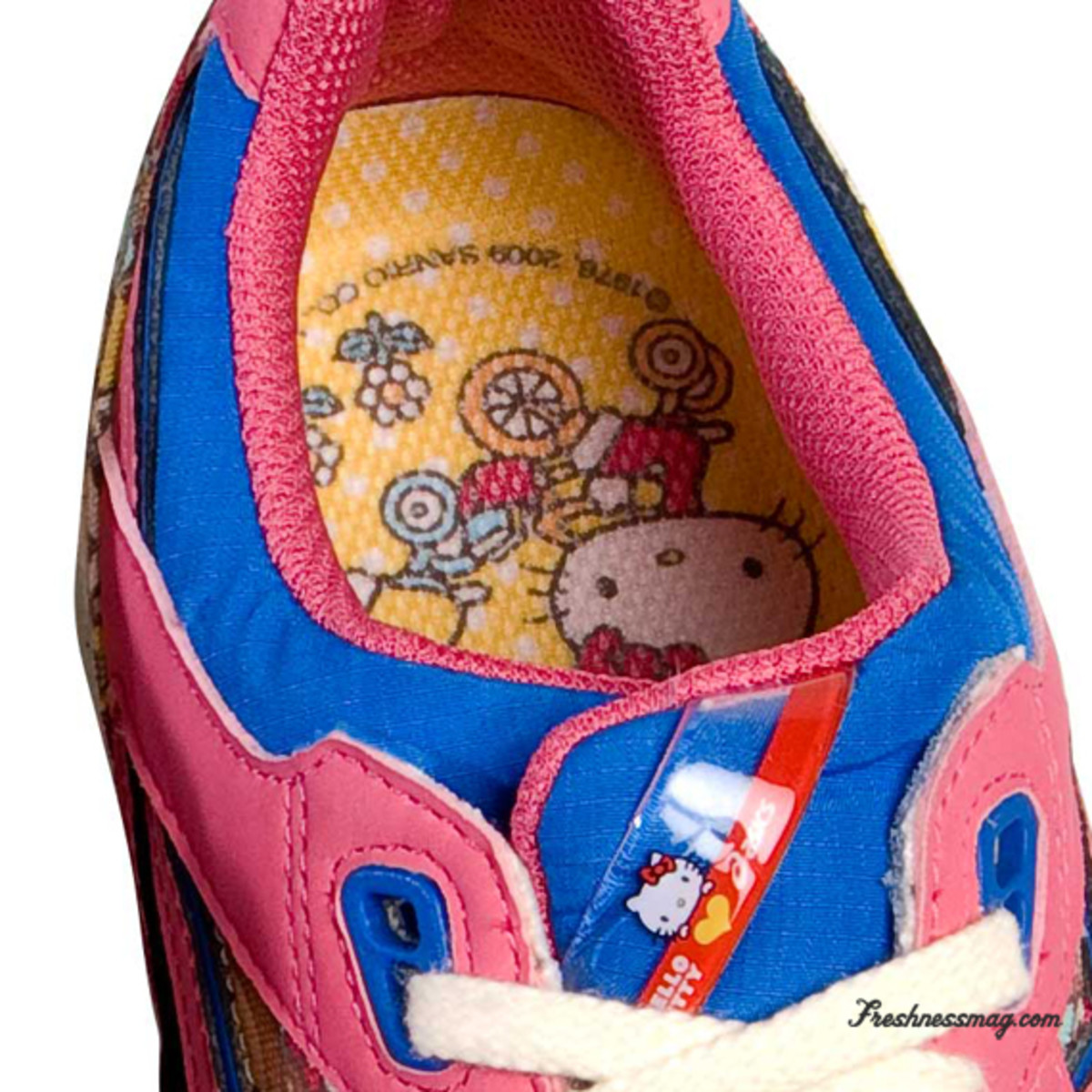 hello-kitty-asics-women-gel-lyte-speed-11