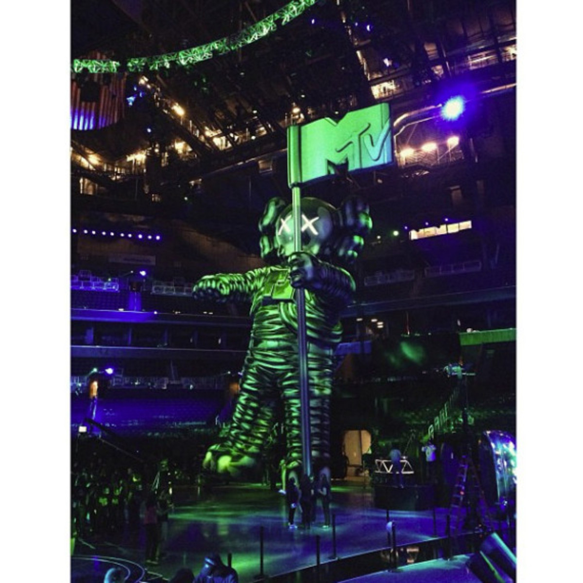 2013 MTV Video Music Awards Unveiled 60-Foot Moonman Statue by KAWS - 3