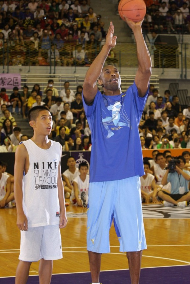 kobe-bryant-taiwan-national-university-asia-tour-2009-04