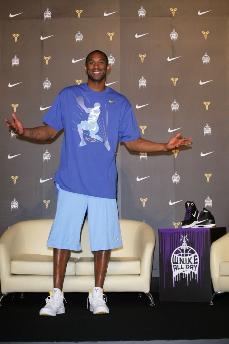 kobe-bryant-taiwan-press-conference-asia-tour-2009-01