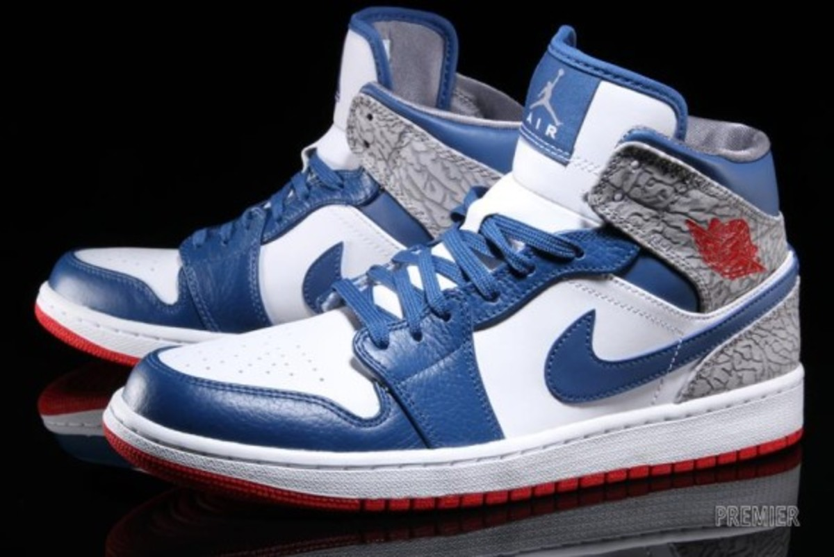 "Air Jordan 1 Mid - ""True Blue"" 