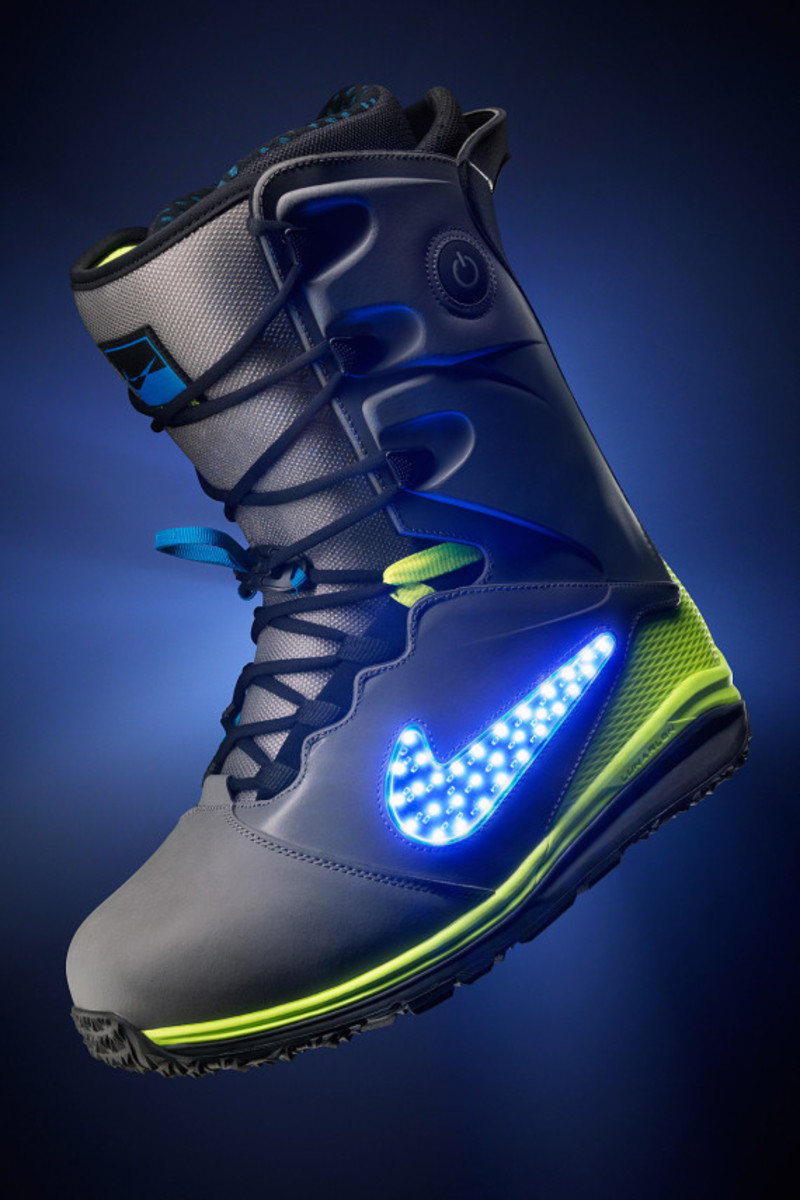 "Nike Snowboarding - LunarENDOR QS Snowboard Boot | ""Light Up The Slopes, Literally"" - 6"