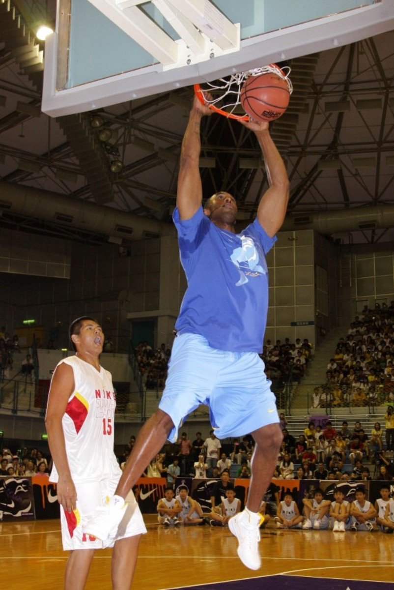 kobe-bryant-taiwan-national-university-asia-tour-2009-02a