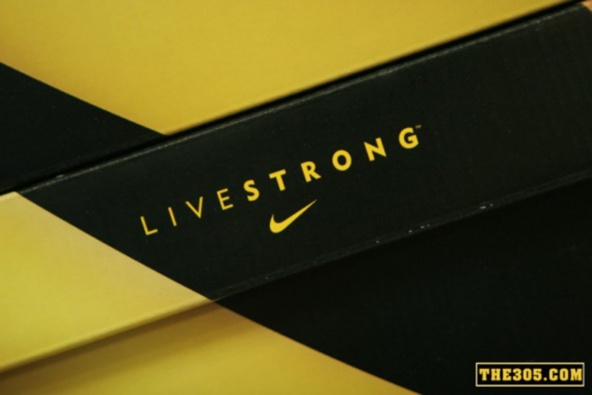 nike-x-livestrong-x-futura-flom-dunk-shoe-gallery-release-1