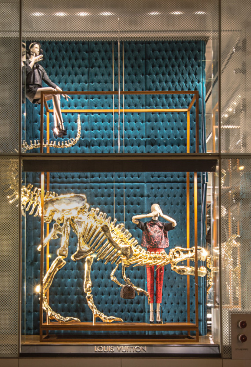 Dinosaurs Invade Louis Vuitton's 5th Avenue Maison Windows | NYC - 3
