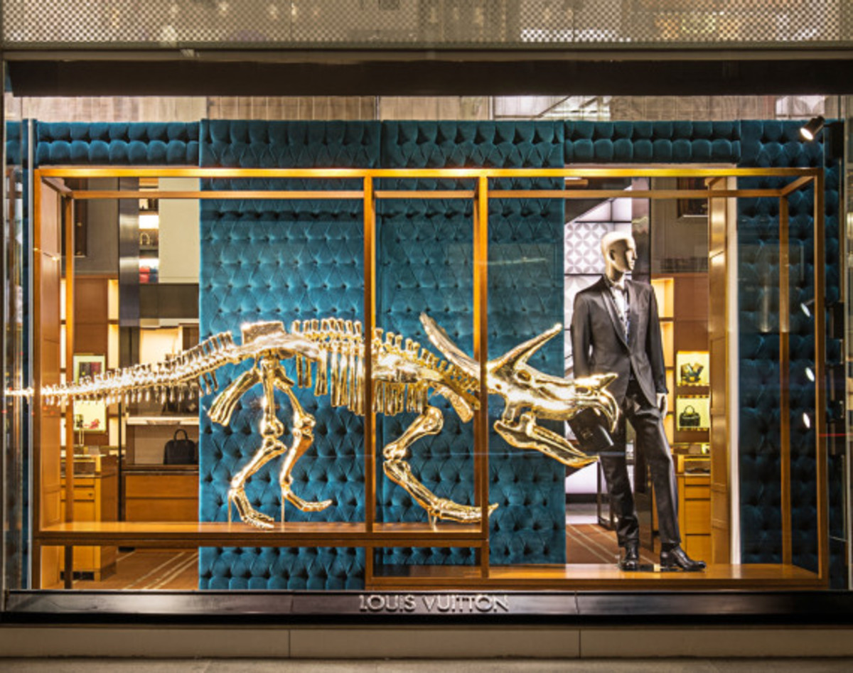 Dinosaurs Invade Louis Vuitton's 5th Avenue Maison Windows | NYC - 0