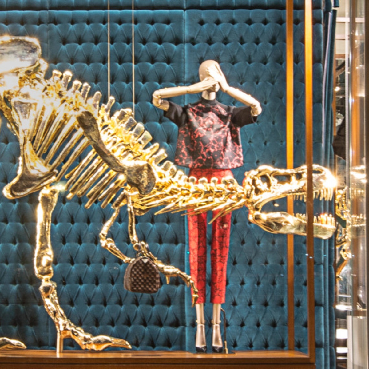 Dinosaurs Invade Louis Vuitton's 5th Avenue Maison Windows | NYC - 4