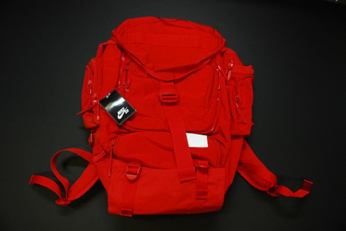 nike-sb-eugene-backpack-red-2