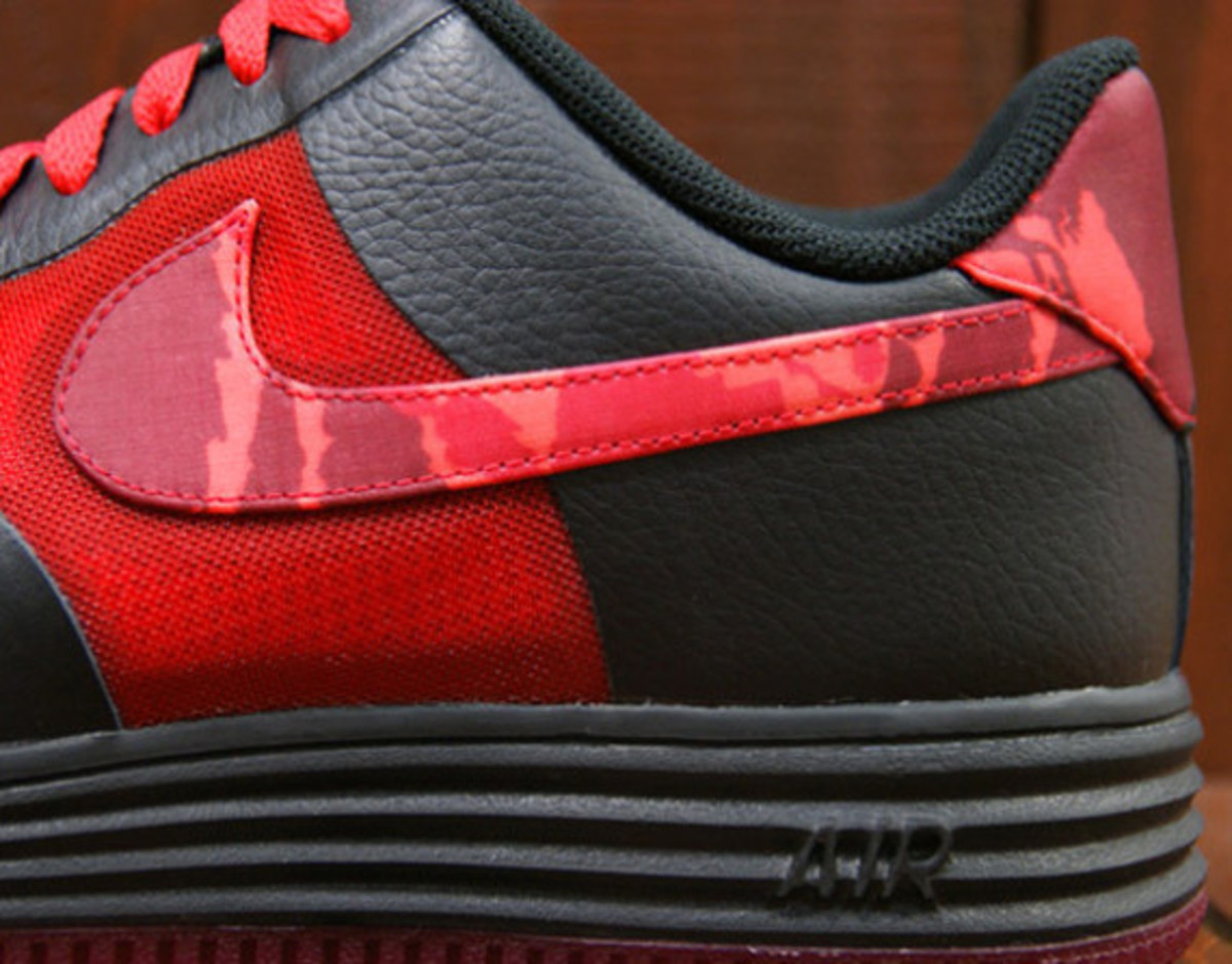 nike-lunar-force-1-fuse-leather-hyper-red-camouflage-01
