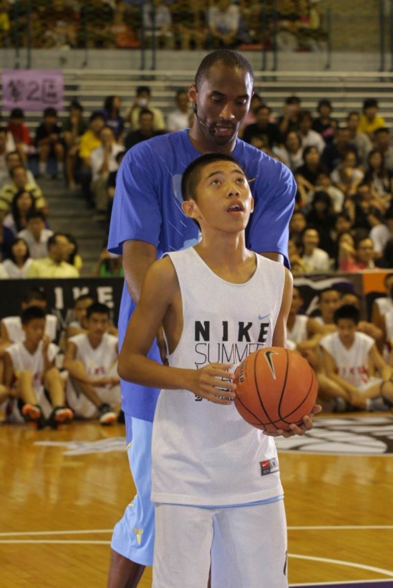 kobe-bryant-taiwan-national-university-asia-tour-2009-05