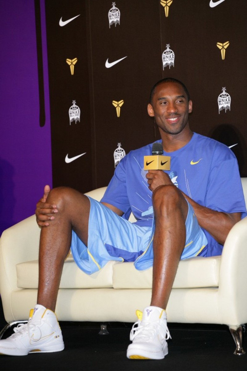 kobe-bryant-taiwan-press-conference-asia-tour-2009-02