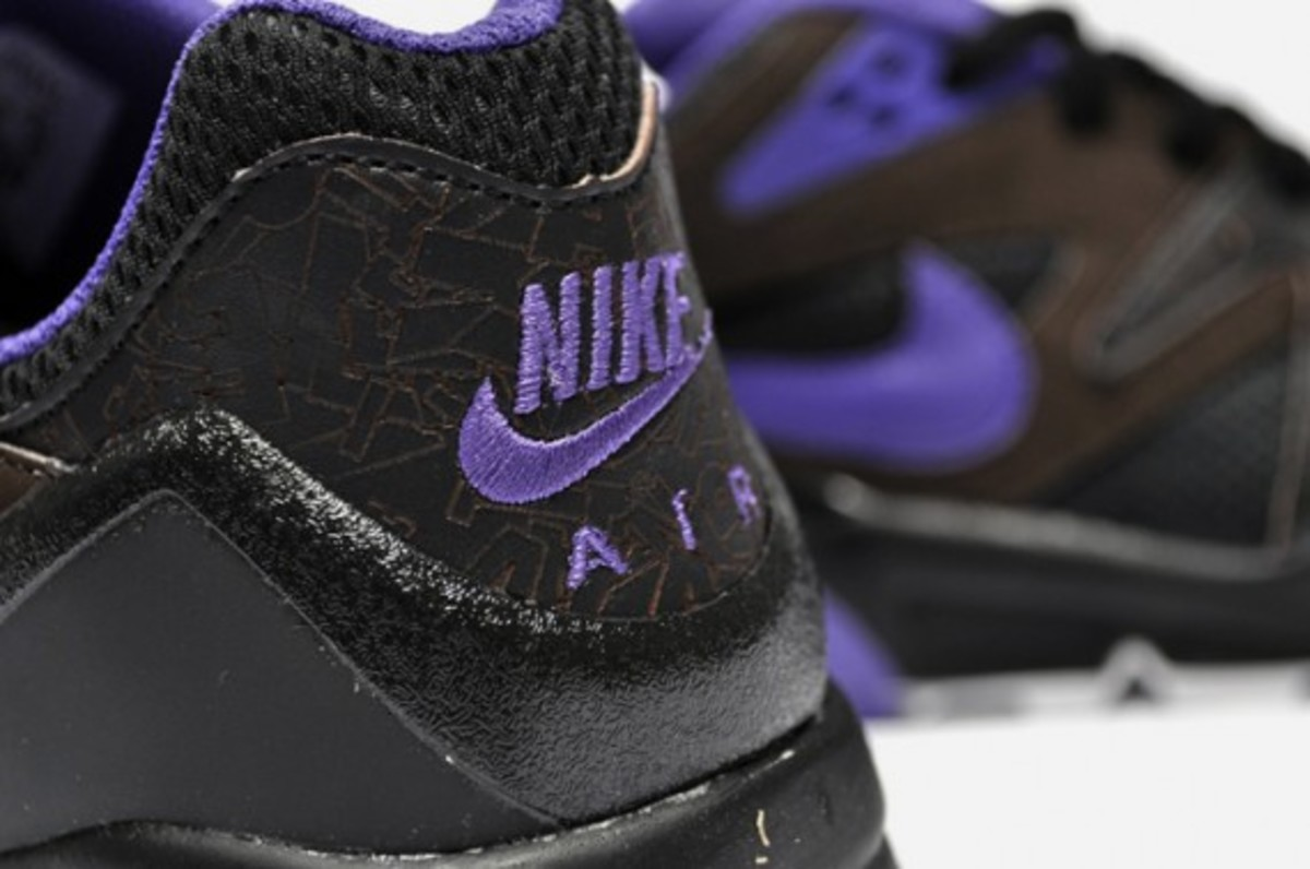 nike-air-structure-triax-premium-black-purple-2