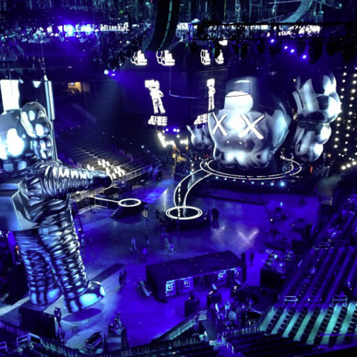 2013 MTV Video Music Awards Unveiled 60-Foot Moonman Statue by KAWS - 2