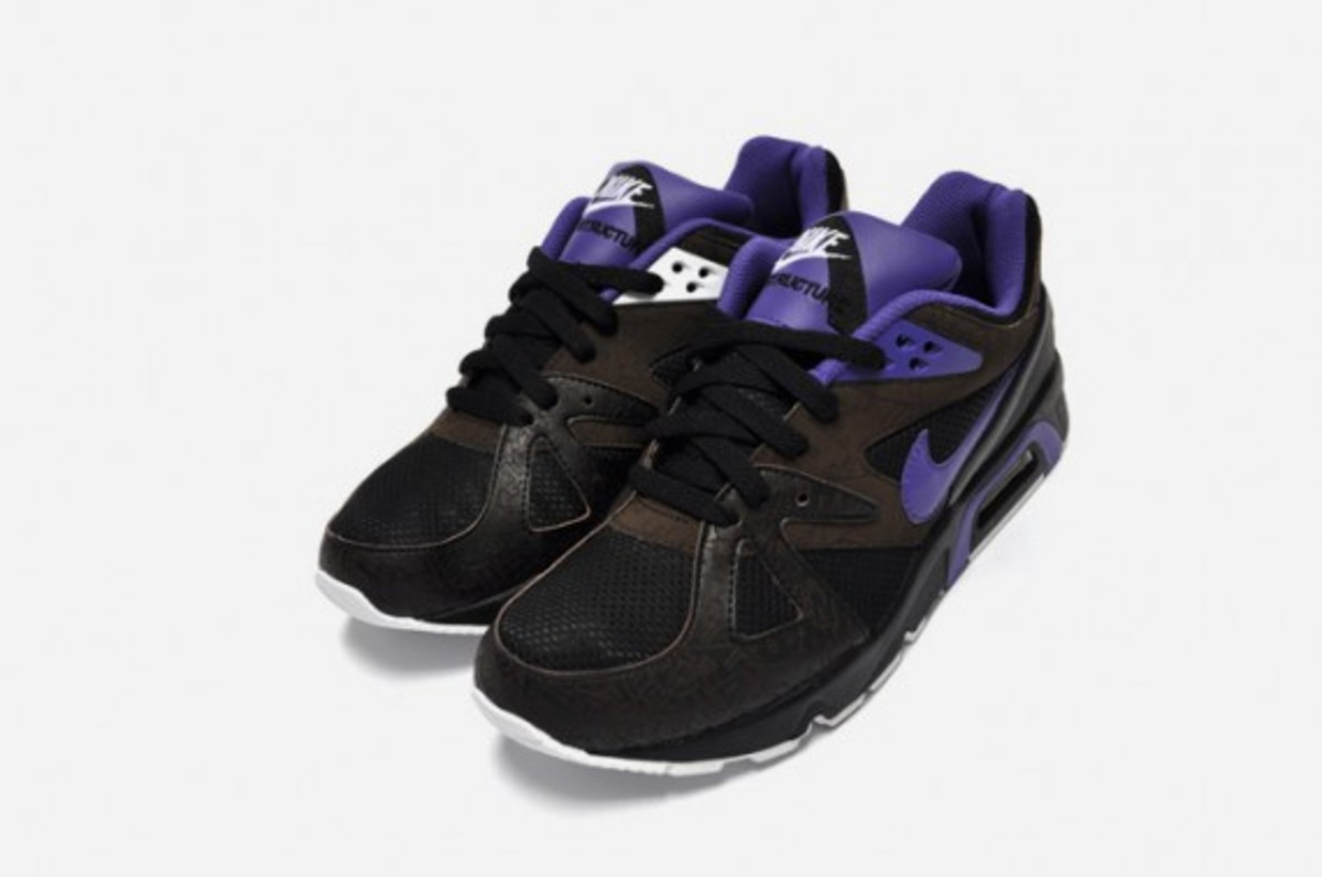 nike-air-structure-triax-premium-black-purple-3