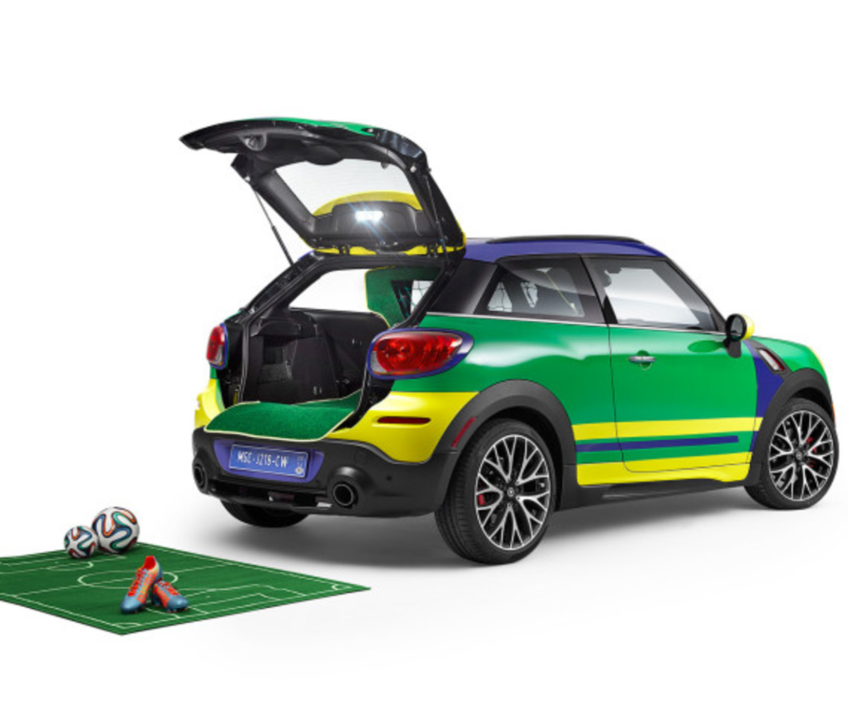 MINI Paceman GoalCooper - Featuring Soccer Pitch and Auto Tailgate Goalkeeper - 5
