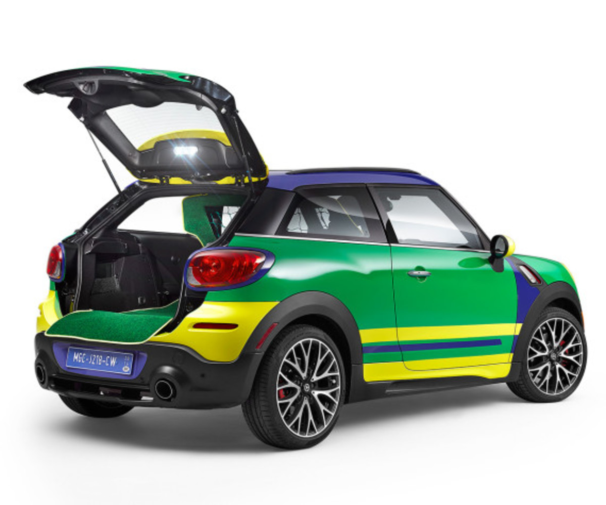 MINI Paceman GoalCooper - Featuring Soccer Pitch and Auto Tailgate Goalkeeper - 4