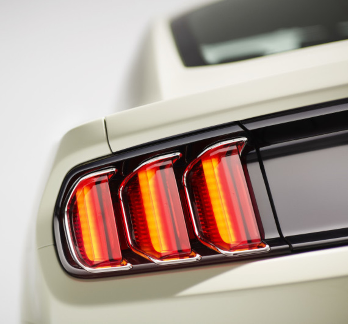 Ford Mustang - 50th Anniversary Edition - 13