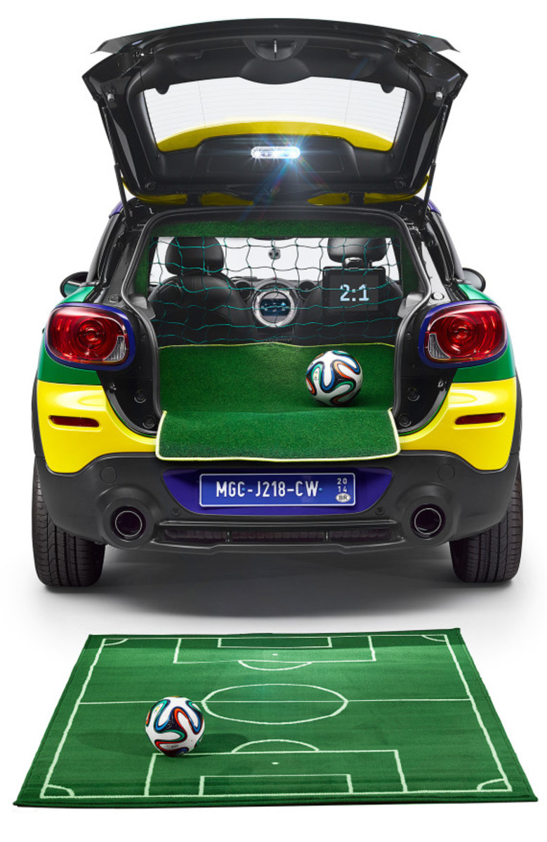 MINI Paceman GoalCooper - Featuring Soccer Pitch and Auto Tailgate Goalkeeper - 10