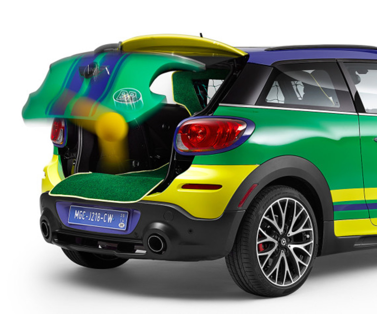 MINI Paceman GoalCooper - Featuring Soccer Pitch and Auto Tailgate Goalkeeper - 8